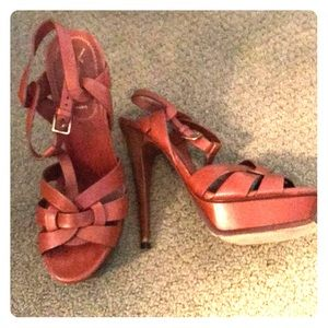 YSL tribute sandal 6.5 cognac hardly worn.